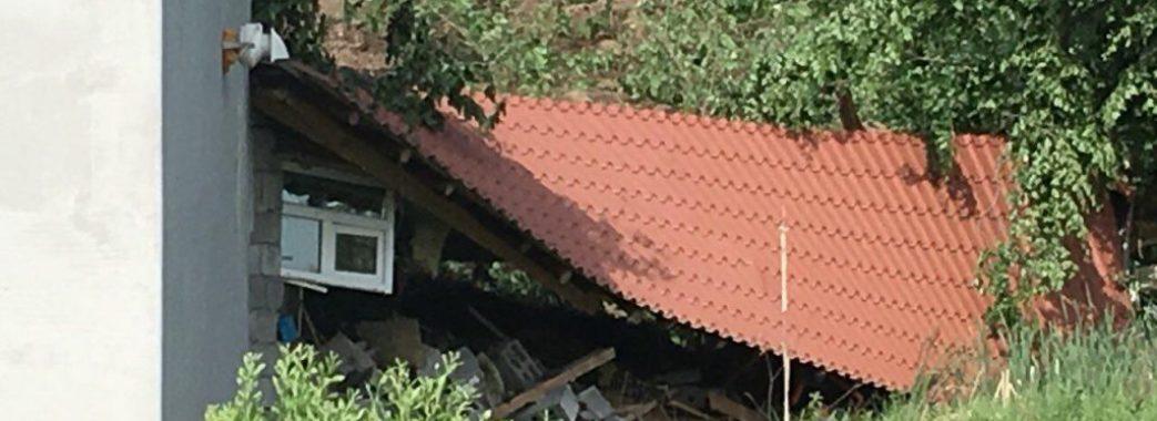 На Турківщині під час сильних опадів будинок Маслиганів з'їхав з фундаменту