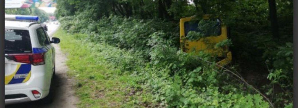 Городоцька маршрутка злетіла з траси: є постраждалі