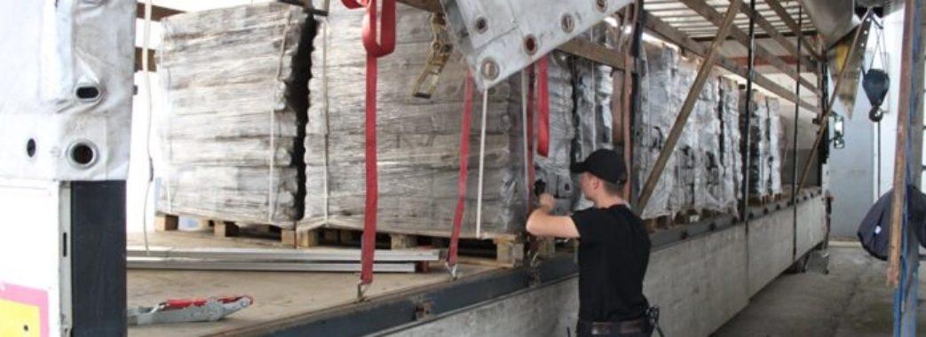 На Яворівщині лабрадор Чок винюхав контрабандні цигарки