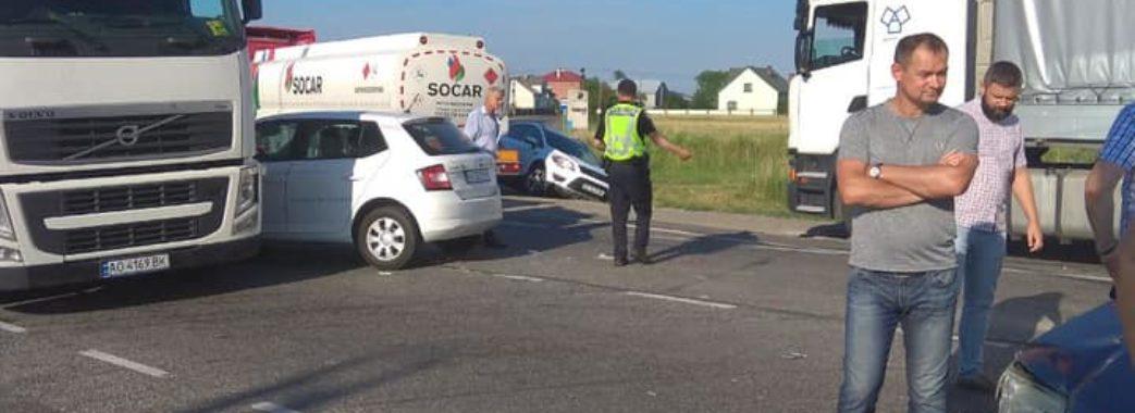 На Пустомитівщині в аварію потрапило одразу десять автівок
