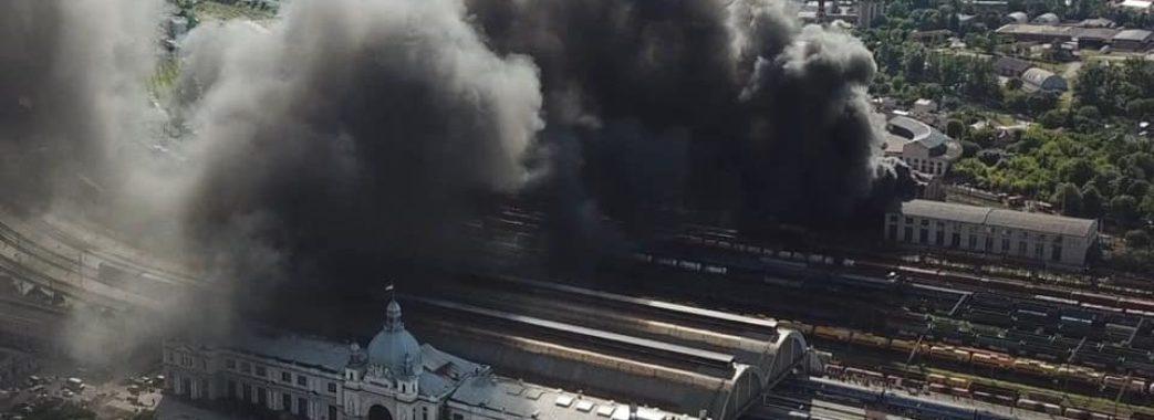 У Львові масштабна пожежа: горить локомотивне депо