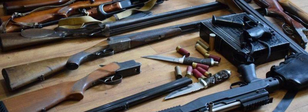 На Миколаївщині у двох чоловіків вилучили зброю
