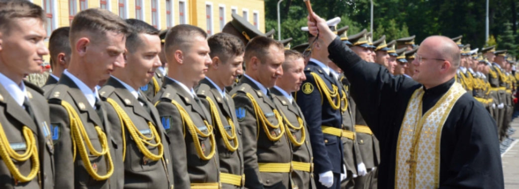 Академію сухопутних військ засипали монетами