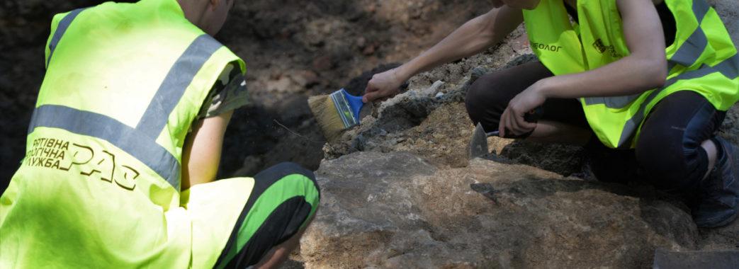 У центрі Львова розкопали людські кістки та три черепа