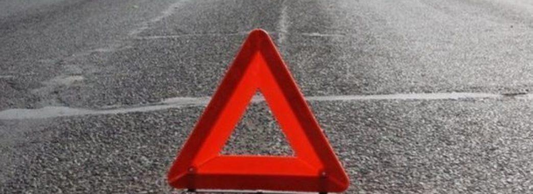 На Мостищині автомобіль в'їхав у електроопору: є загиблий