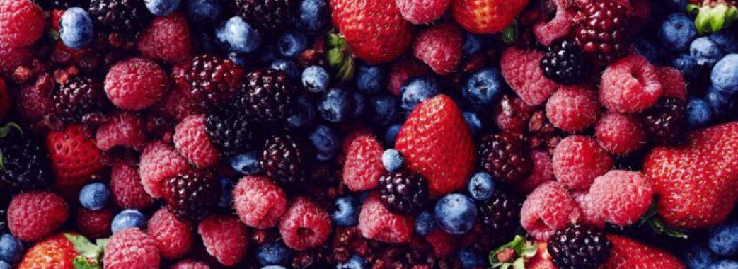 """""""Замочуйте фрукти у розчині соди"""", – Супрун радить, як корисніше їсти літні ягоди"""