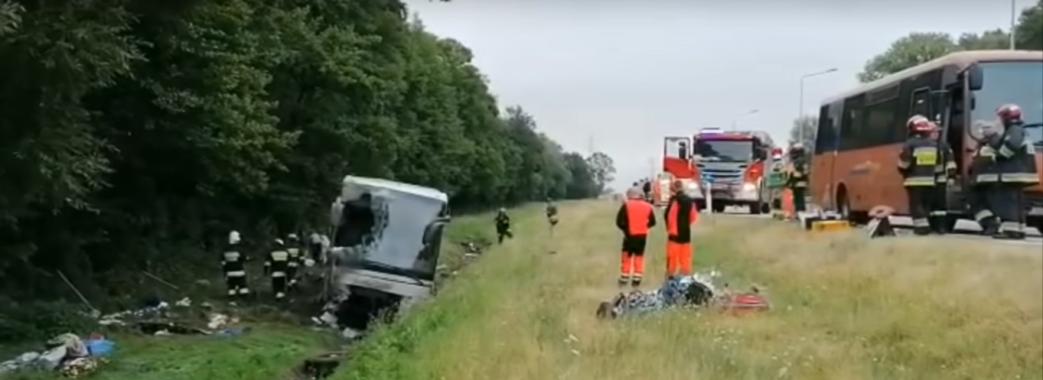 Автобус із українцями перевернувся у Польщі – 11 пасажирів постраждали (відео)