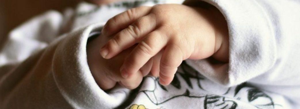 На Сколівщині немовля випало з рук батьків і отримало травми черепа
