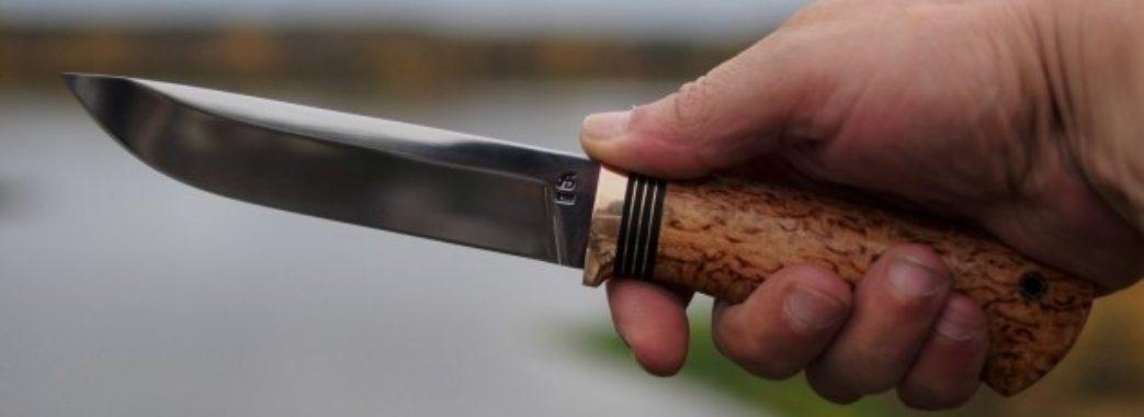 Суперечка між водіями іномарок закінчилася ножовим пораненням