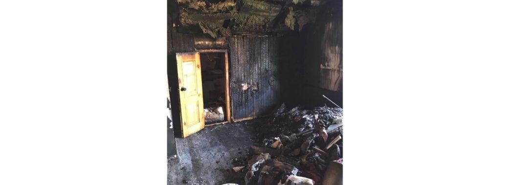 «Будинок повністю вигорів за 10 хвилин»: родина із Зимної Води просить допомоги