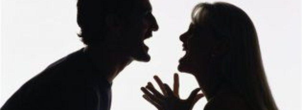 Червоноградка у суді просила не карати її чоловіка-тирана