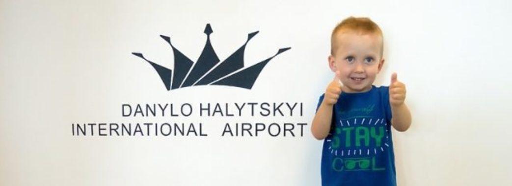 Мільйонним пасажиром львівського аеропорту став трирічний хлопчик