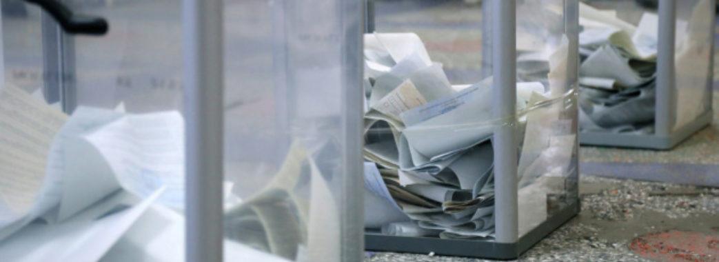 У Львові жінці видали одразу 10 бюлетенів — вона їх вкинула в урну