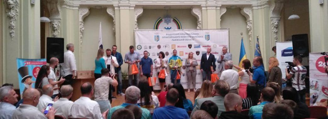 Брати Клички нагородили у Львові найкращих спортсменів червня