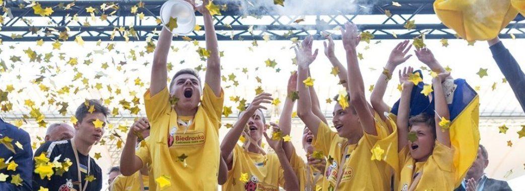 «Нам вдалося створити щось чуть-чуть неймовірне, виграти кожну гру,» – львівська команда дітей під опікою «КОПА» – чемпіони світу