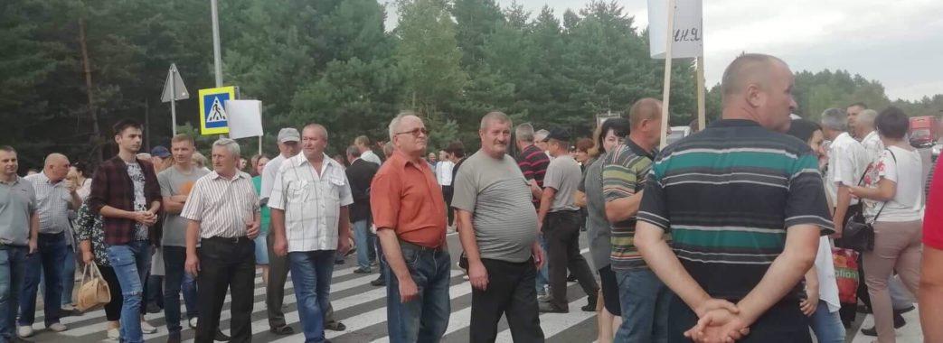 Вимагають зарплатню: працівники Новояворівської ТЕЦ перекрили трасу до Польщі