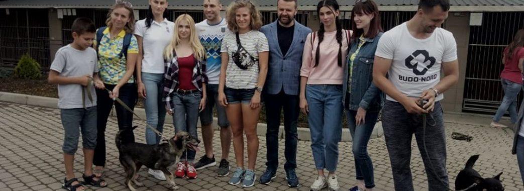 «Я би рекомендував всім хоча б раз завітати у такі притулки» – львівські спортсмени відвідали ЛКП «Лев»