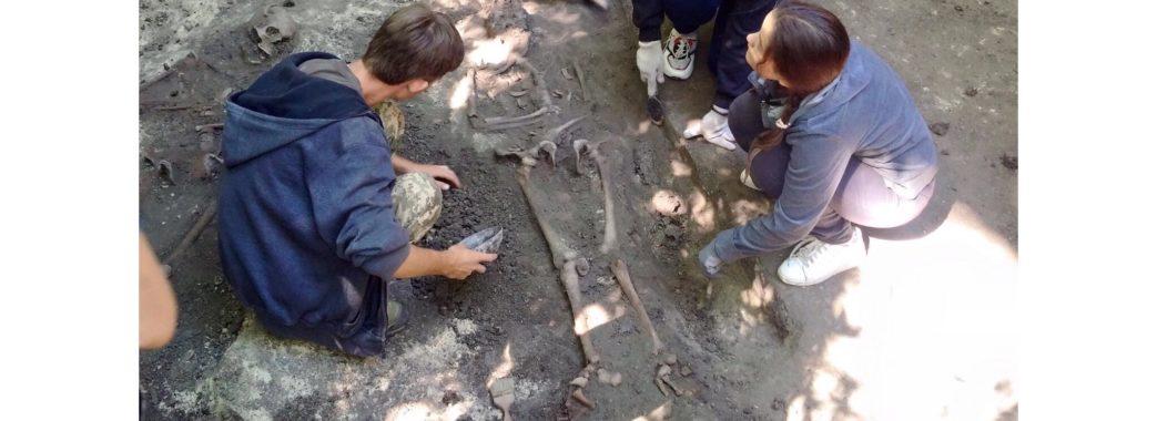 «Під голову померлим клали камінь»: у Буську археологи розкопали поховання княжих часів