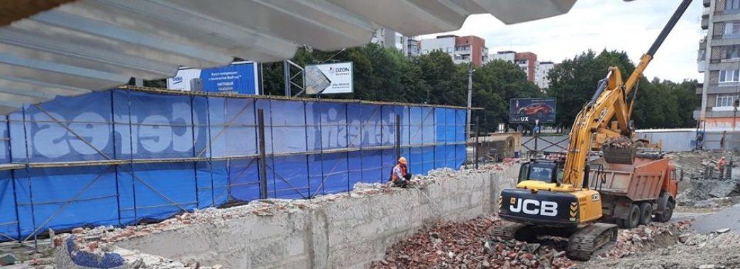 """У Львові міська рада скасувала договір із забудовником, який знищив мозаїку магазину """"Океан"""""""