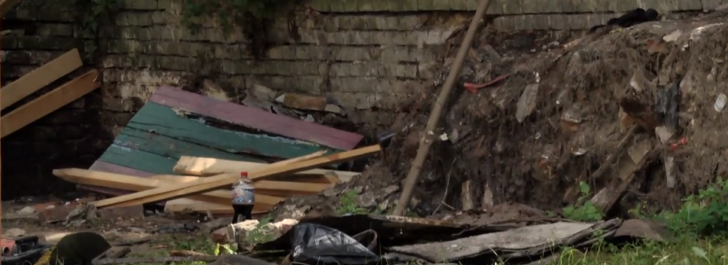 У львівському дитсадку на 25-річного працівника впав бетонний блок: хлопець загинув