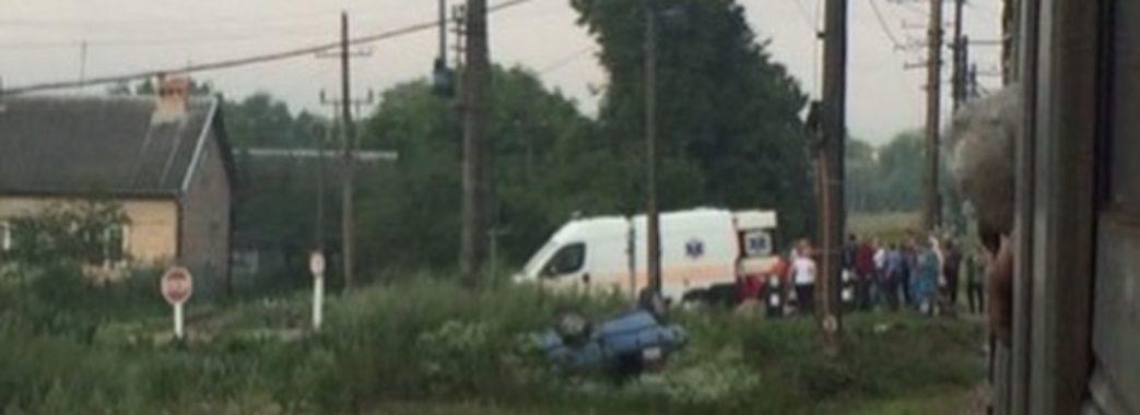 На Самбірщині потяг зіткнувся з автомобілем, у якому їхало молоде подружжя: чоловік загинув на місці