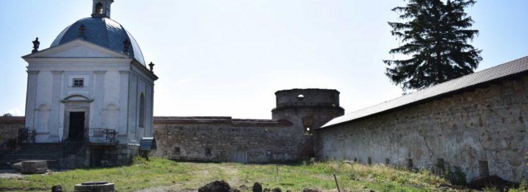 Під час реставрації монастиря на Бродівщині знищили стародавнє кладовище