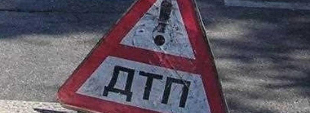 На Пустомитівщині елітний легковик злетів у водовідвідний канал