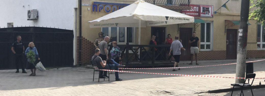 Самбірчан налякала стара граната в урні при крамниці