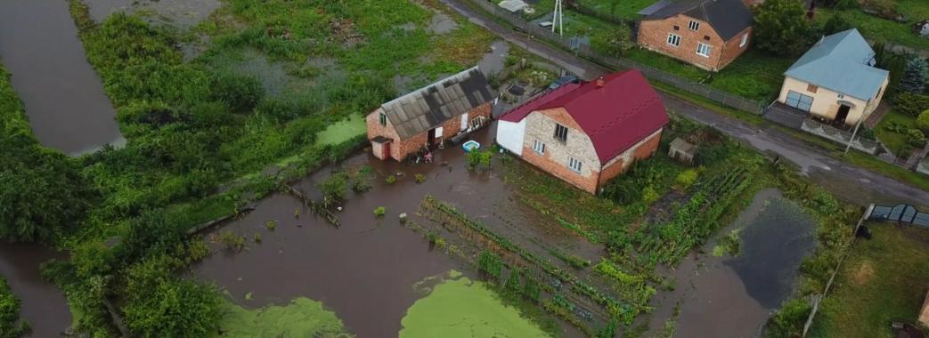 «За годину на футбольному полі ціле озеро утворилося»: на Городоччині підтопило два села