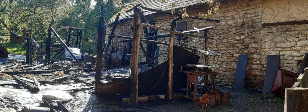 На Перемишлянщині господар потрапив до лікарні, бо вирішив сам погасити пожежу