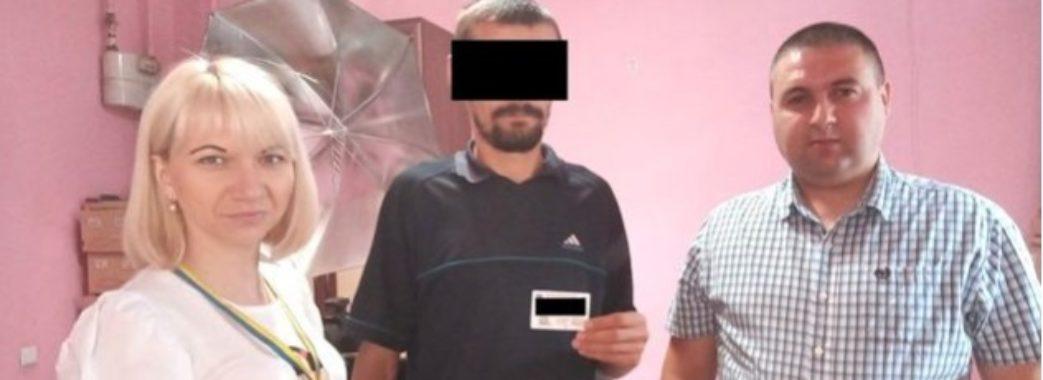 34-річному мешканцю Борислава вручили перший паспорт у житті