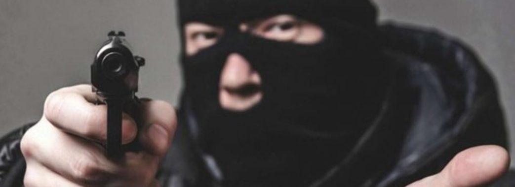 У Львові чоловік у масці пограбував магазин