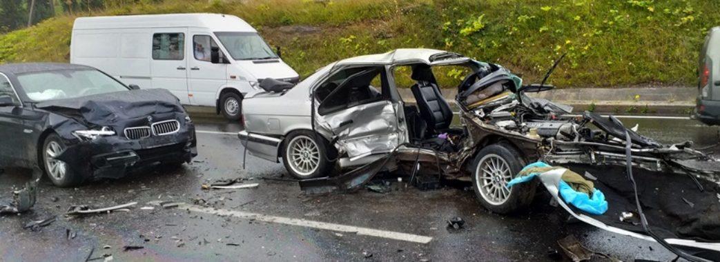 Три автівки і восьмеро людей постраждали внаслідок ДТП на Сколівщині