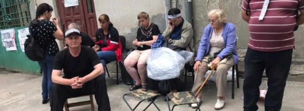 Працівники львівського підприємства для незрячих оголосили голодування