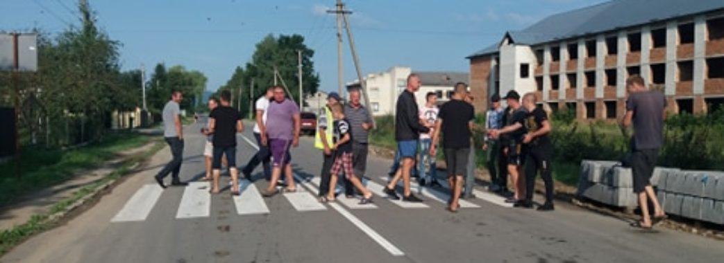 На Старосамбірщині люди перекрили дорогу