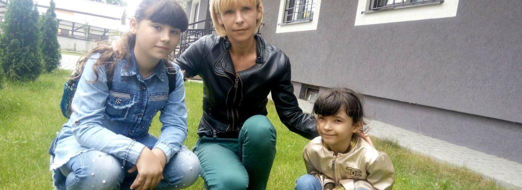 Мати-одиначка з Городоччини просить купити їй будинок: потрібно 3 тисячі доларів