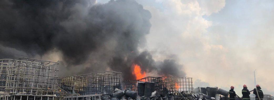 Масштабну пожежу на Пустомитівщині повністю погасили: хіміки заспокоюють людей