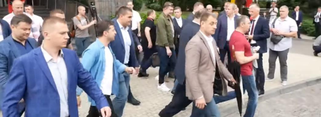 Зеленського у Трускавці зустріли містяни (відео)