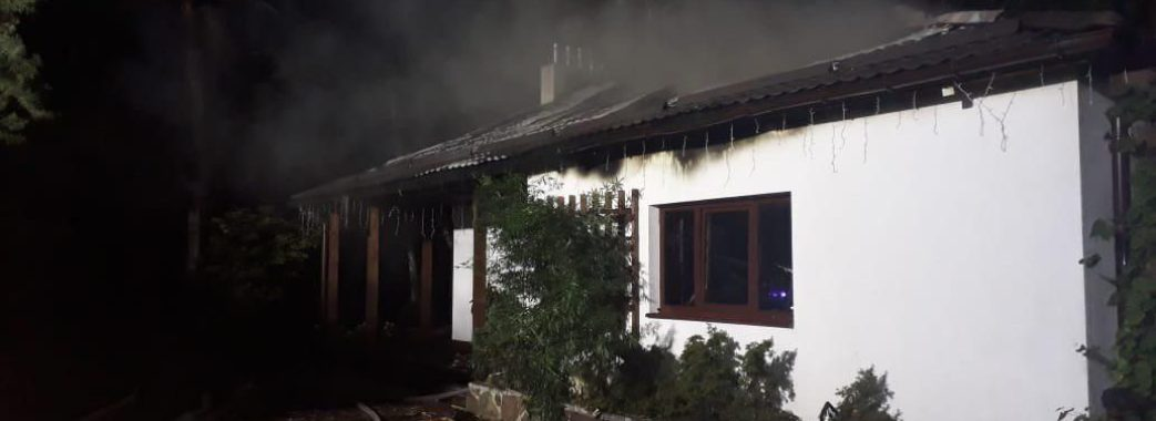 Зеленський, Коломойський та партії прокоментували спалення будинку Гонтаревої