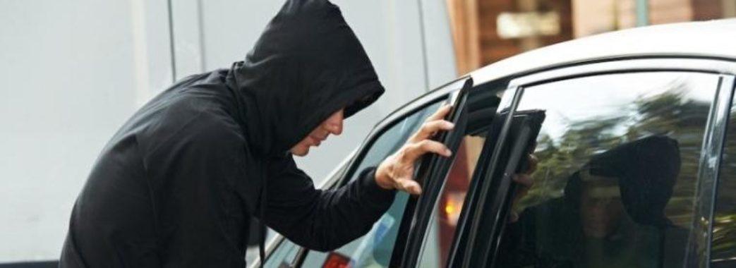 На Бущині школярі викрали машину