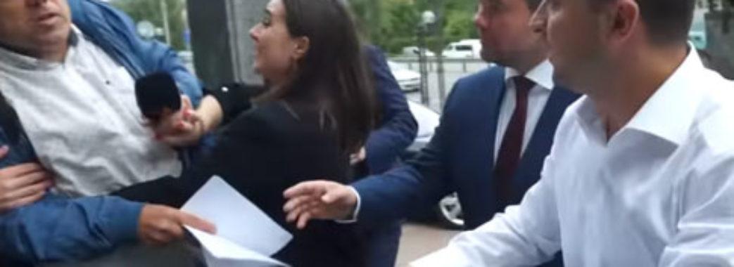 Журналісти вимагають звільнення прес-секретарки Зеленського