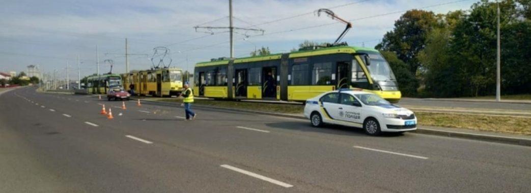Львів'янин у навушниках потрапив під трамвай