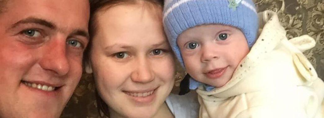 Молоді батьки з Яворівщини просять допомогти врятувати їхній дитині ногу