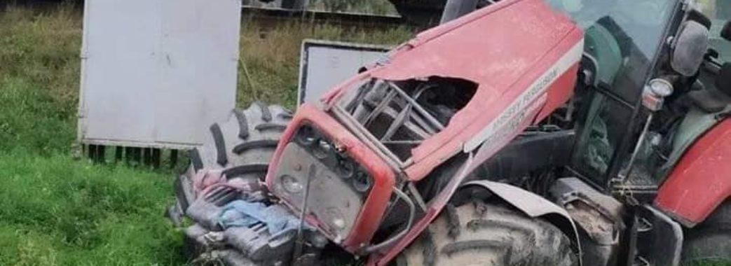 На Дрогобиччині потяг в'їхав у трактор через несправні гальма
