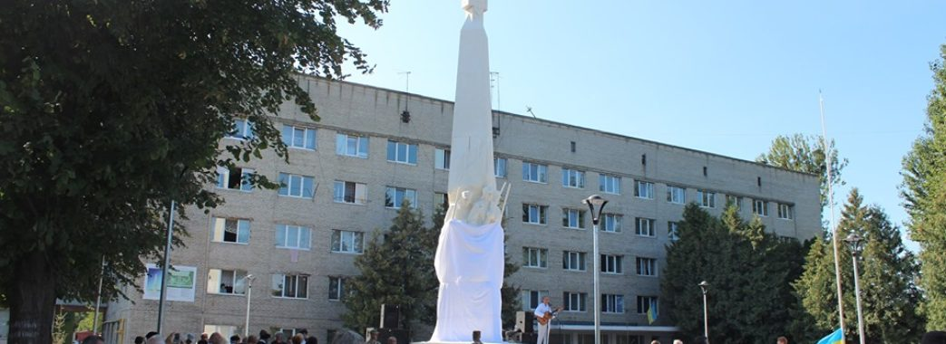 «Білий колір каменю символізує юність січових стрільців», – Ігор Кузьмак про новий монумент у Львові