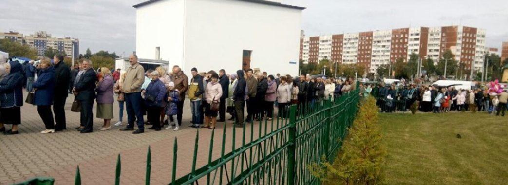 У Львові кілька тисяч людей прийшли помолитися до чудотворної ікони Божої Матері