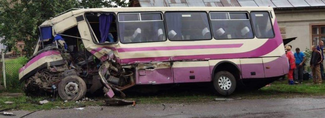 У Кам'янка-Бузькому районі у смертельну ДТП потрапив автобус з пасажирами