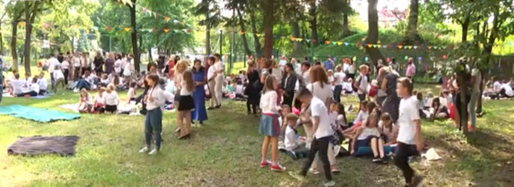 Квести, флешмоби та пікніки: як львівські школярі святкували День знань
