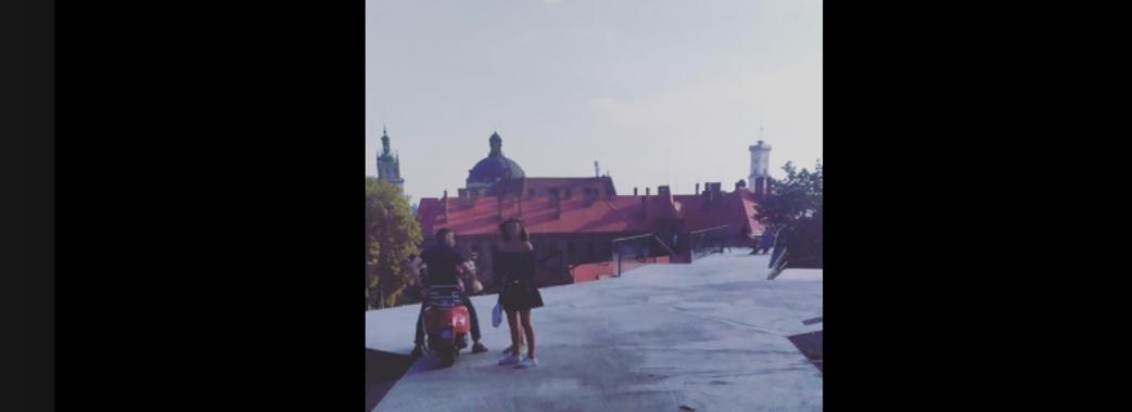 Львівський мопедист виїхав на новозбудований Меморіал пам'яті Небесної Сотні