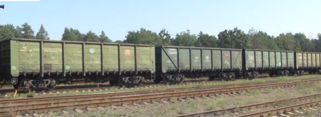 У Соснівці більше двох тижнів активісти блокують вагони з російським вугіллям